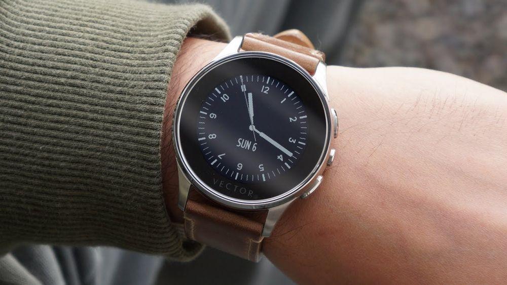 Vector, brandul de ceasuri inteligente lansat in Romania, cumparat de Fitbit, cea mai mare companie din domeniu