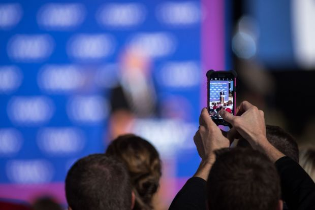 Donald Trump si-a schimbat telefonul inainte de inaugurare! Ce telefon a avut pana acum