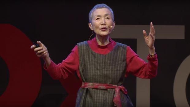 La 81 de ani, a realizat o aplicatie pentru iPhone! Cum este jocul creat de aceasta bunicuta