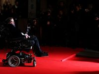 Stephen Hawking a aparut sub forma unei holograme in Hong Kong! Ce avertisment a lansat