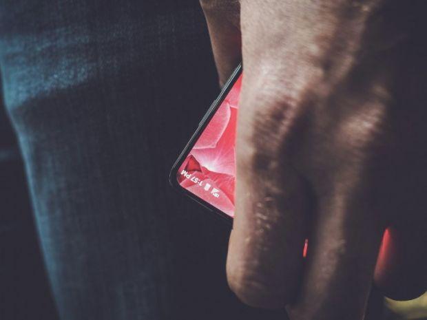 Telefonul care va concura cu produsele Apple si Google! Prima fotografie este surprinzatoare