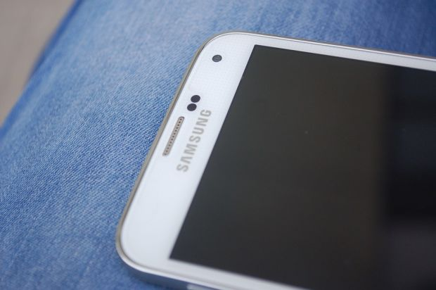 Samsung va lansa un smartphone cu doua ecrane OLED! Cum arata ineditul model
