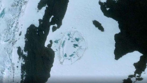 Imagini inexplicabile surprinse la Polul Sud! O structura misterioasa apare pe Google Maps