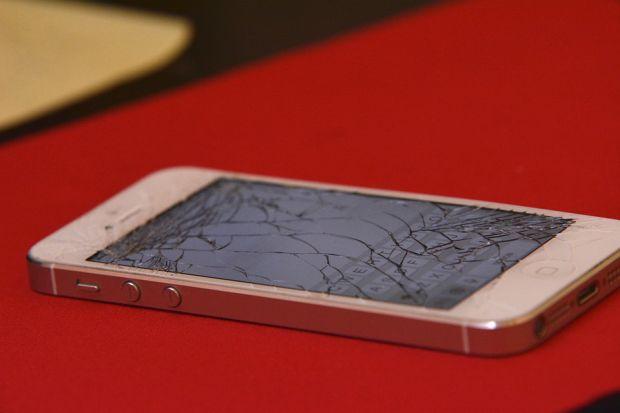 Telefoanele sparte vor deveni istorie! Un  material miraculos  face ecranele imposibil de distrus
