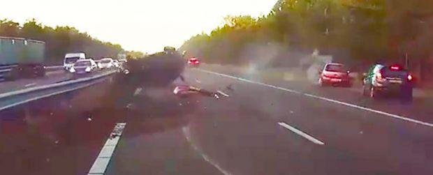 Imagini tulburatoare! Un grav accident rutier, anticipat de pilotul automat al Tesla! Ce-a urmat