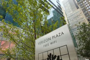 Divizia de internet a Yahoo a fost cumparata de Verizon Communications cu peste 4 miliarde de dolari