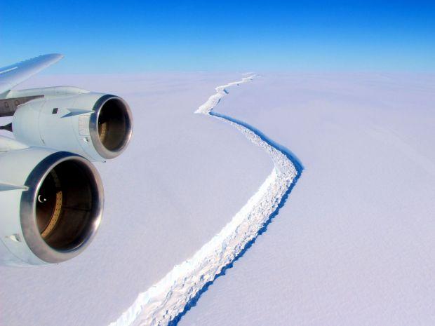 Detalii neasteptate! Ce se intampla cu ghetarul de o mie de miliarde de tone care s-a rupt din Antarctica