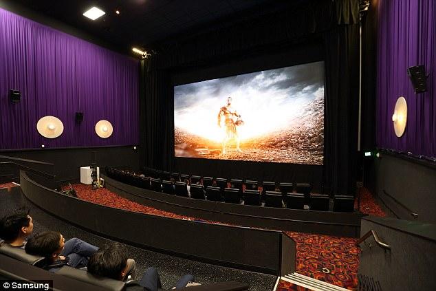 Asa arata cinematograful viitorului! Ce poate face SUPER S, cel mai mare ecran din lume