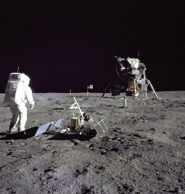 NASA a publicat fotografii mai putin cunoscute cu misiunea Apollo 11, cand primii oameni au pasit pe Luna