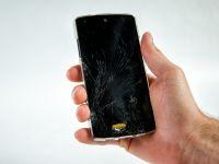 Scapam de telefoanele sparte! O noua tehnologie permite ecranelor sa se repare singure