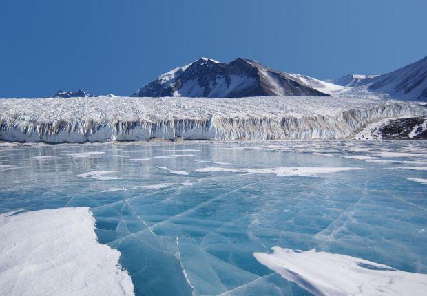 Descoperire uimitoare! Ce se ascunde in pesterile aflate sub gheata din Antarctica