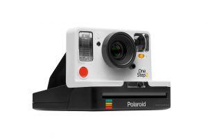 Dupa 10 ani, aparatul foto Polaroid revine pe piata! Cat costa camera analog care scoate poze instant