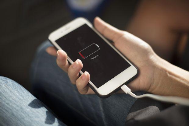 Iti vei putea incarca telefonul in doar 5 minute! Cercetatorii au inventat un nou tip de baterii