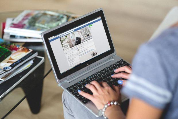 Iti poti gasi un loc de munca prin intermediul Facebook! Reteaua de socializare testeaza o noua optiune