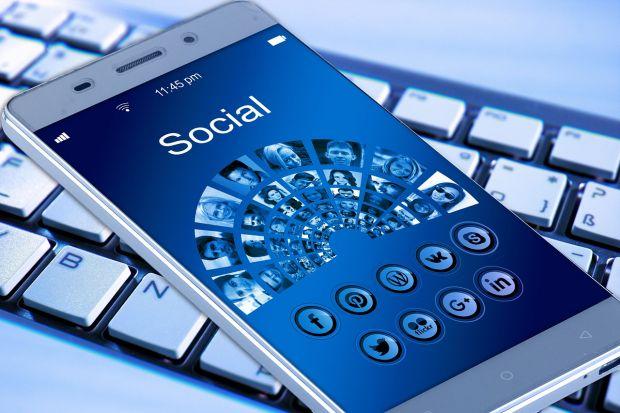 Facebook a identificat un numar urias de conturi false pe reteaua de socializare