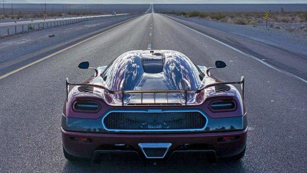 A doborat recordul mondial de viteza! Imagini filmate din cea mai rapida masina din lume