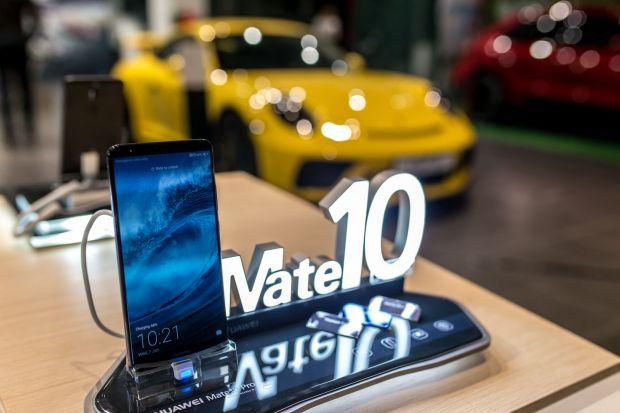 Noile smartphone-uri Huawei, disponibile si in Romania! Pret incredibil pentru Mate 10 Porsche Design