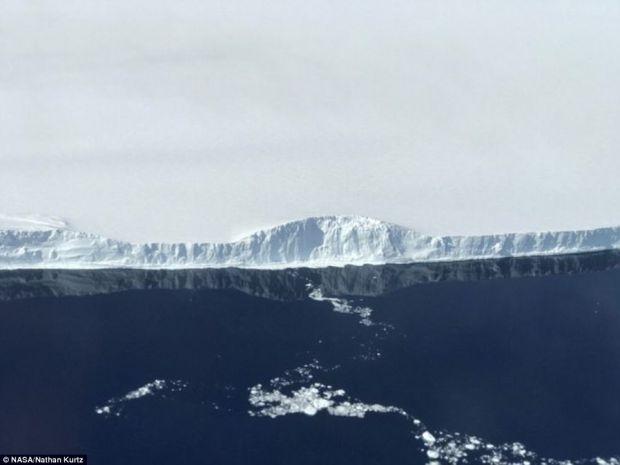 Primele fotografii cu ghetarul urias care s-a rupt din Antarctica! Imaginile sunt tulburatoare