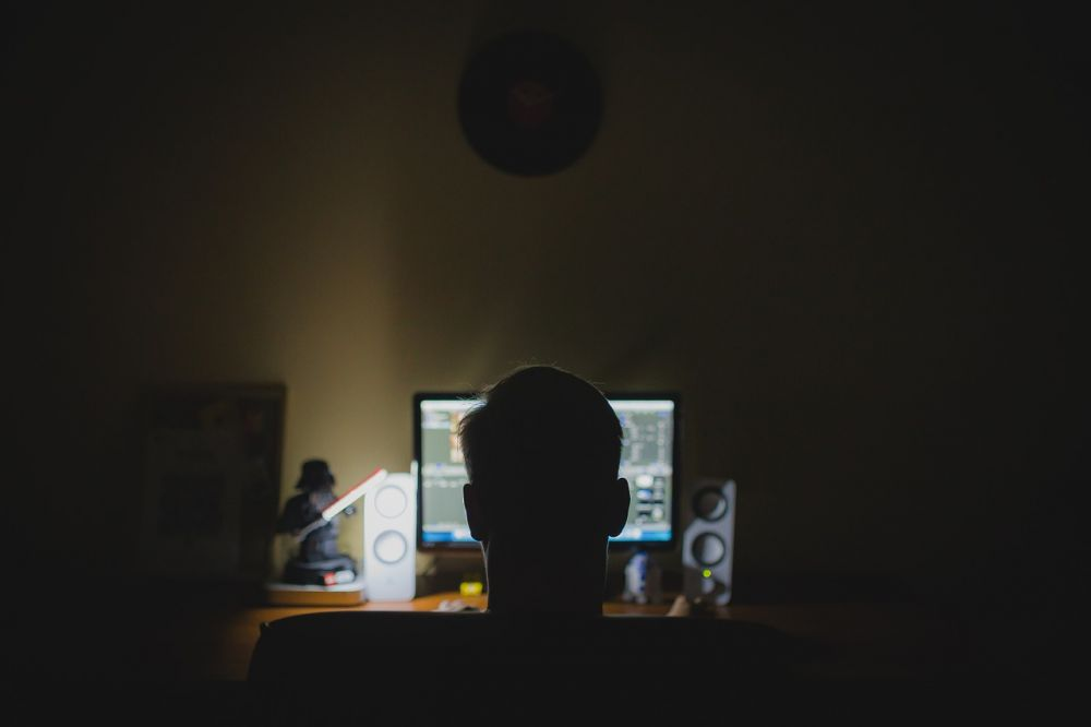 Riscul nestiut la care se expun cei care intra pe site-uri pentru adulti