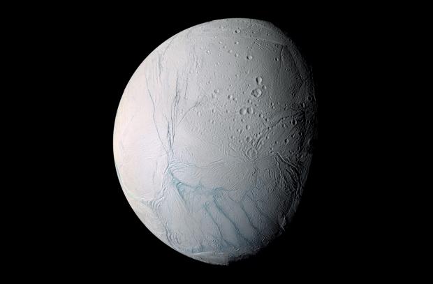 Pe Enceladus poate exista viata! Cercetatorii au descoperit speciile care ar putea supravietui aici