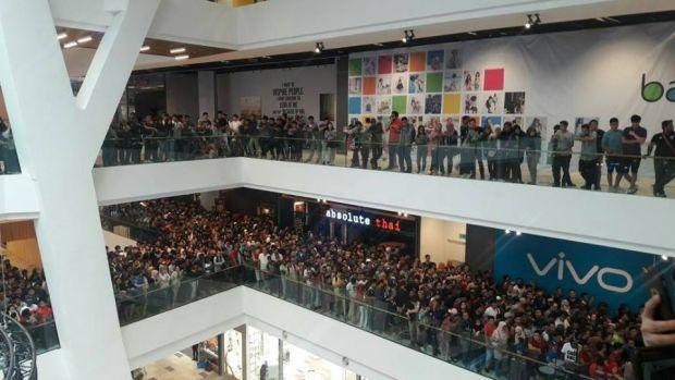 Haos in mall, dupa ce un magazin a anuntat ca vinde modele iPhone cu doar 50 de dolari