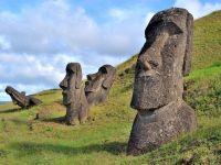 Unele dintre cele mai ciudate monumente din lume risca sa dispara! Ce se intampla cu statuile din Insula Pastelui