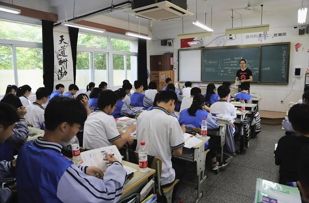 Chinezii folosesc tehnologia recunoasterii faciale pentru a-i depista pe elevii care nu sunt atenti la clasa