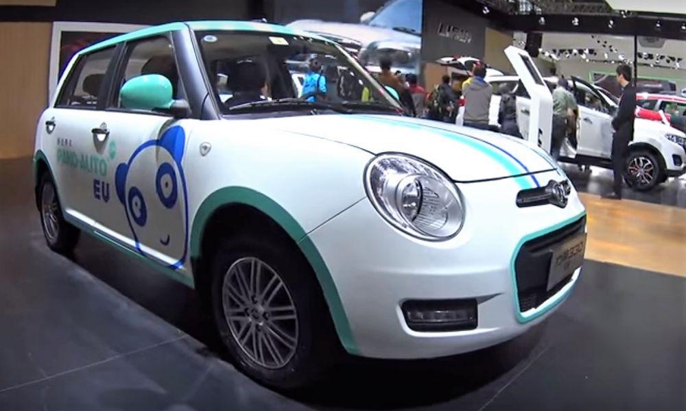 In China a fost lansat serviciul de taxi cu masini electrice fara sofer
