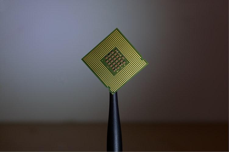 Microcipurile inserate sub piele devin o moda! Peste 3.000 de oameni folosesc noua tehnologie