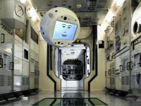 CIMON, primul robot cu Inteligență Artificială care se alătură echipajului de pe Stația Spațială Internațională