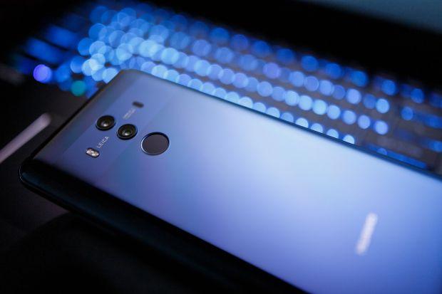 Noul Huawei Mate 20 Pro ar putea avea ecran OLED flexibil