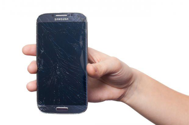 Samsung va folosi pe noile modele de smartphone un material care se poate repara singur