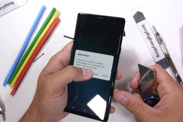 Test de rezistență pentru Galaxy Note 9! Cum se comportă noul phablet când este lovit și îndoit