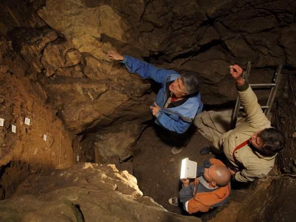 Descoperire emoționantă într-o grotă din Siberia. Este dovada împerecherii între două specii diferite de oameni