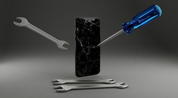 Apple va produce un iPhone care nu se poate zgâria sau îndoi