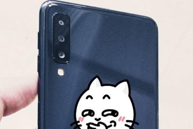Samsung va lansa în curând primele sale telefoane cu trei și patru camere foto pe spate
