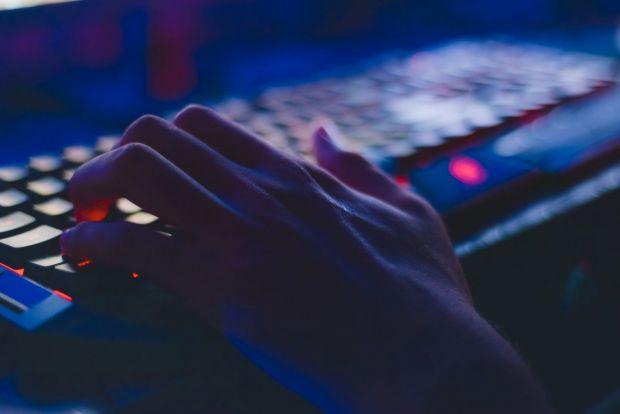 Cât valorează contul tău de Facebook pe piața neagră? Hackerii scot la vânzare date personale ale utilizatorilor