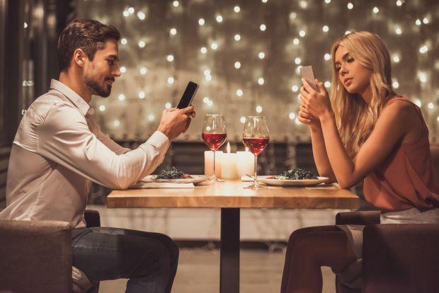 5 trucuri prin care îți poți reduce dependența de smartphone