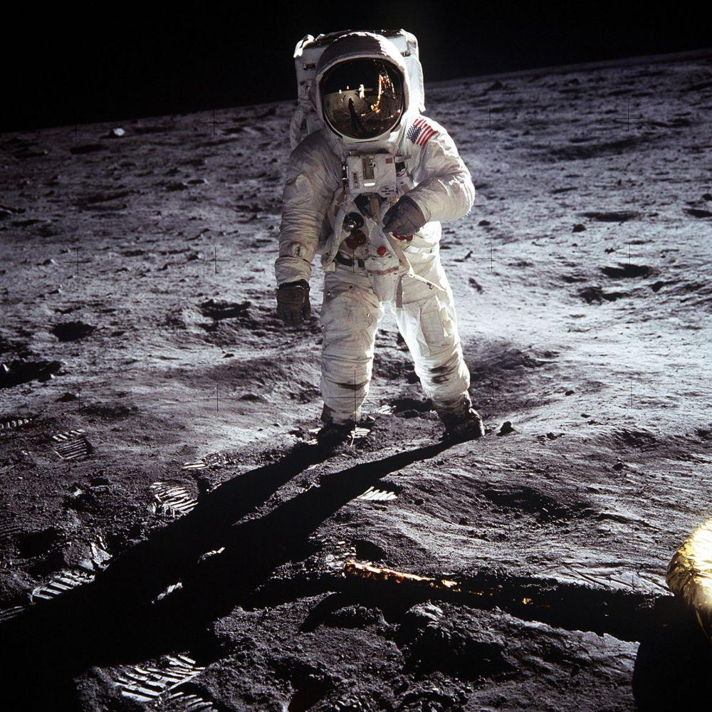 Șeful Roscosmos vrea sa verifice dacă aselenizarea misiunii Apollo 11 chiar a avut loc