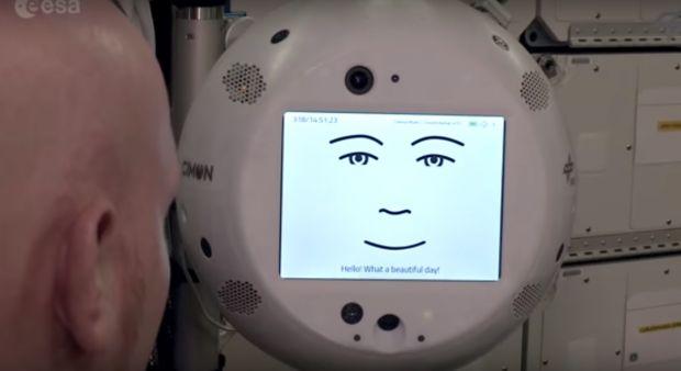 CIMON, robotul trimis pe Stația Spațială Internațională, pare să aibă o bdquo;personalitate dificilă