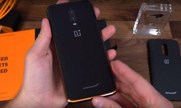 Cum arată OnePlus 6T McLaren, unul dintre cele mai puternice telefoane lansate până acum