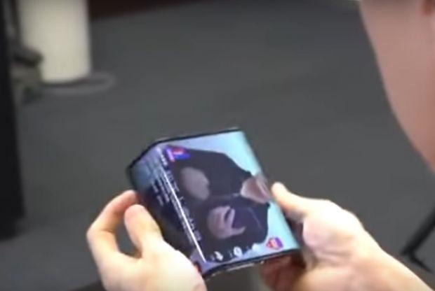 Imagini oficiale cu telefonul pliabil de la Xiaomi. Ar putea fi primul gadget cu sistem dual-folding