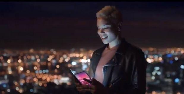 Samsung a scăpat pe internet o reclamă cu primul său smartphone pliabil. Cum va arăta