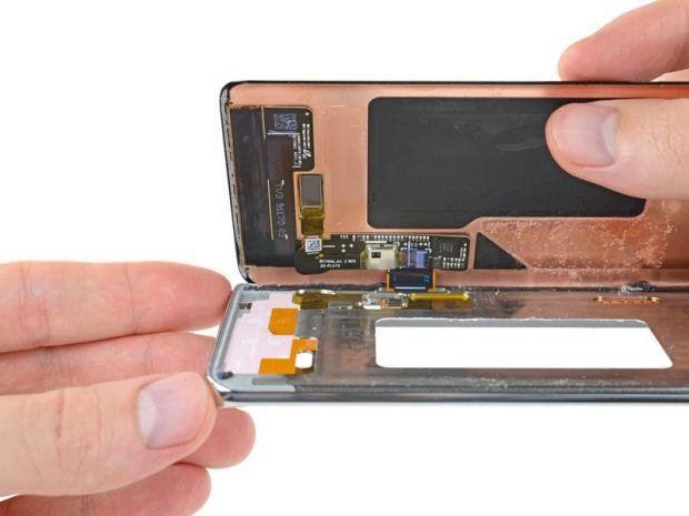 Au dezmembrat noile telefoane din seria Galaxy S10! Ce problemă au observat experții