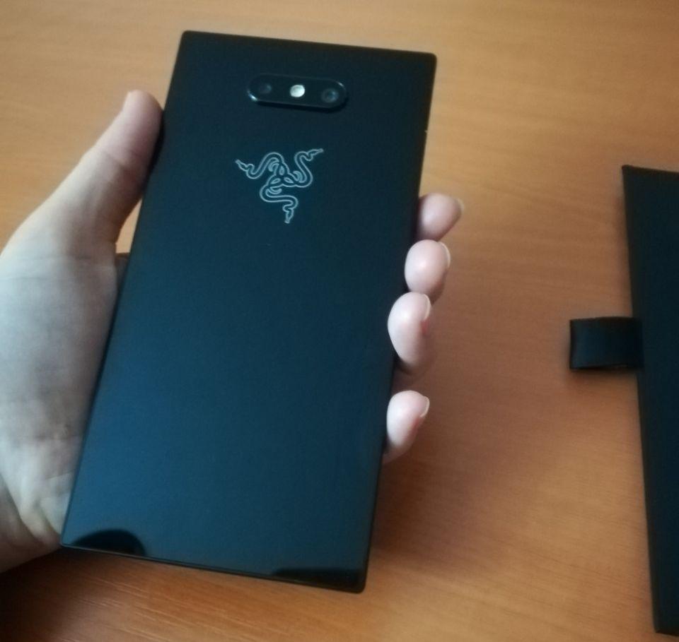 Review Razer Phone 2, noul smartphone conceput pentru jocuri