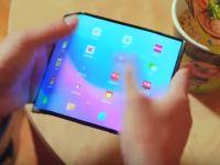 Telefonul cu pliere dublă de la Xiaomi, surprins într-o înregistrare video