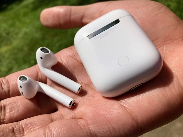 Capcana noilor căști de la Apple, descoperită după ce au fost desfăcute de experți. Ce-au găsit