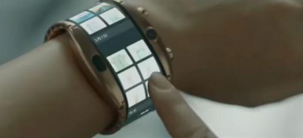 Cel mai spectaculos telefon flexibil lansat în 2019, Nubia Alpha, a fost scos la vânzare. Cât costă