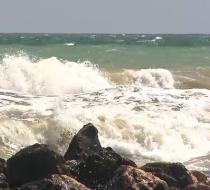Alertă în sudul litoralului. Turiștii sunt sfătuiți să nu se avânte în valurile mari