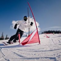 Concurs de slalom  Family Race . Castiga SKIPASS-uri pentru toata familia la Arena Platos